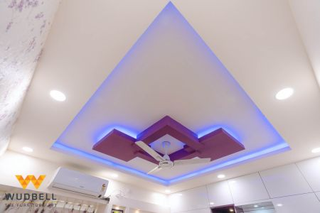 An exciting ceiling design complimenting the cheerfulness
