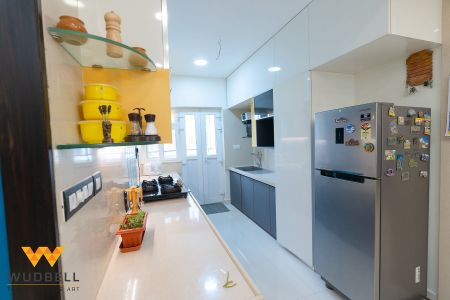 Glass ledges for optimum use of space in each and every corner